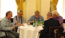 Spiró György, Bodor Ádám, Parti Nagy Lajos, Esterházy Péter, Nádas Péter (háttal)