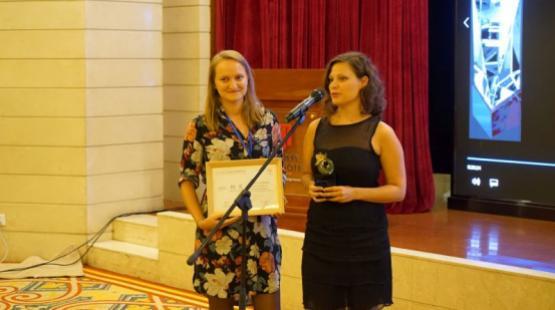 Molnár Eszter Edina és Sidó Anna kurátorok vehették át a kitüntetést Shanghaiban